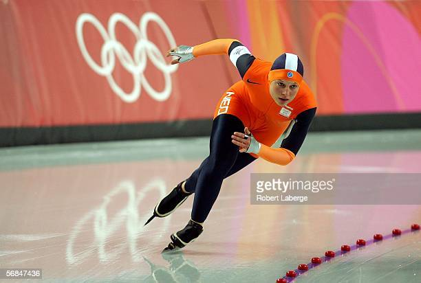 Sanne van der Star of the Netherlands skates in the women's 500m speed skating final during Day 4 of the Turin 2006 Winter Olympic Games on February...