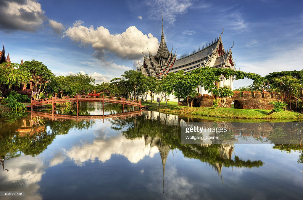 Sanphet Prasat Palace with a lake and bridge in front : Stock Photo