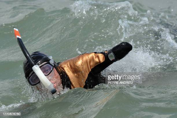 FRAYSSE Sans bras ni jambes il s'apprête à traverser la Manche French Philippe Croizon from Chatellerault a disabled swimmer amputated of both arms...