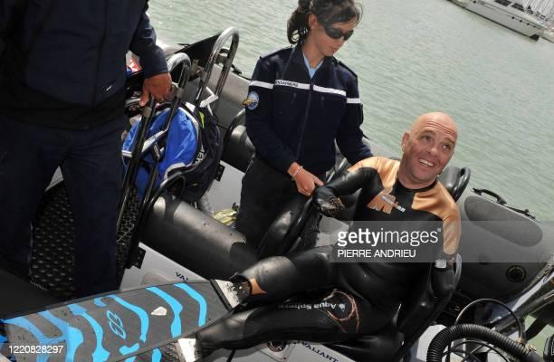 Sans bras ni jambes il s'apprête à traverser la Manche Philippe Croizon amputé des quatre membres après une électrocution quitte une zone...