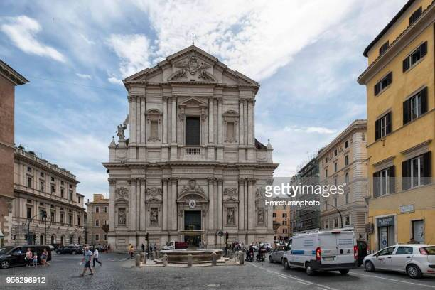 sant andrea della valle church and fountain on a busy afternoon,rome. - emreturanphoto stock-fotos und bilder