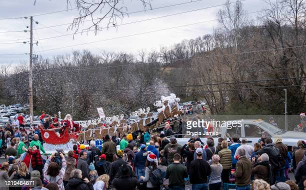 santa at the leiper's fork christmas parade - brycia james stock pictures, royalty-free photos & images