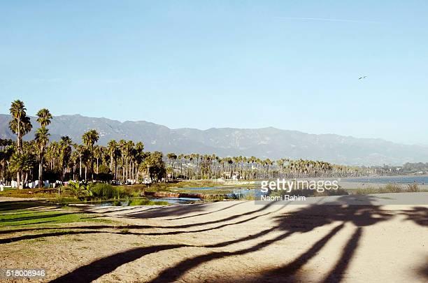 santa barbara beach, california - santa barbara california fotografías e imágenes de stock