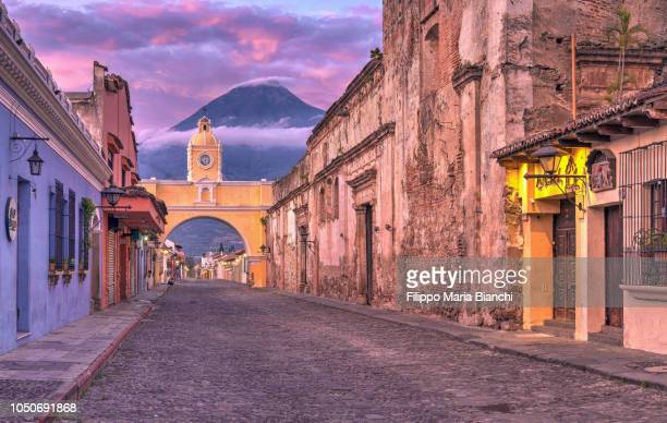 santa catalina arch, antigua, guatemala, at sunrise - guatemala stock pictures, royalty-free photos & images