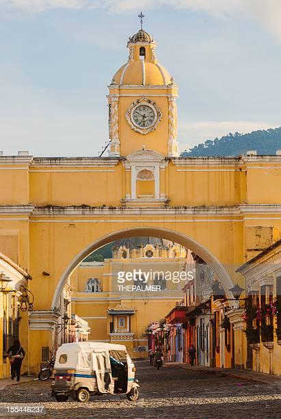 santa catalina arch in antigua downtown