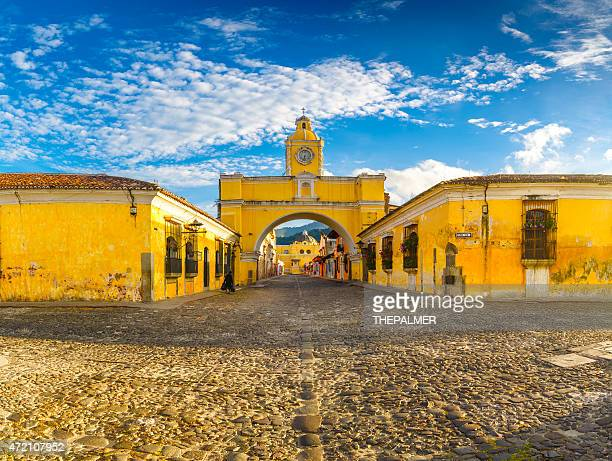 santa catalina arch in antigua downtown - guatemala stock pictures, royalty-free photos & images