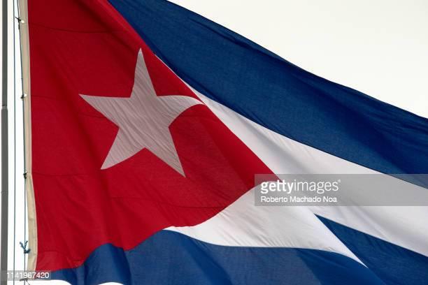santa clara, cuba, close up of the cuban flag - bandera cubana fotografías e imágenes de stock