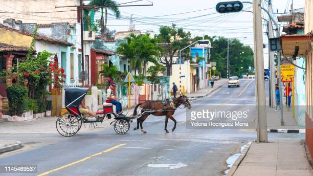 santa clara, cuba, horse drawn car - santa clara cuba stock pictures, royalty-free photos & images
