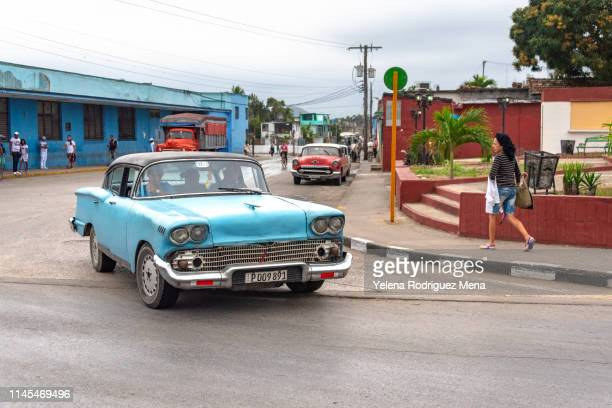 santa clara, cuba, old obsolete american car - santa clara cuba stock pictures, royalty-free photos & images