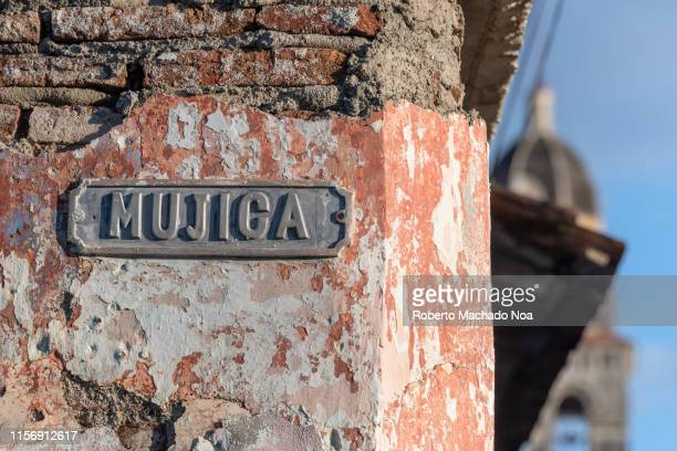 santa clara, cuba, the 'mujica' street sign on a weathered colonial house - santa clara cuba stock pictures, royalty-free photos & images