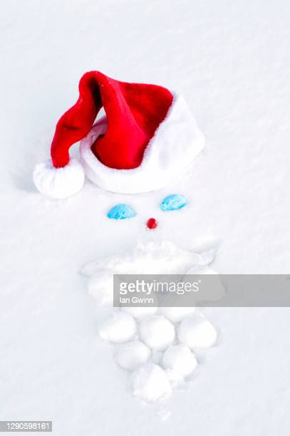 santa claus' face in the snow - ian gwinn stock pictures, royalty-free photos & images