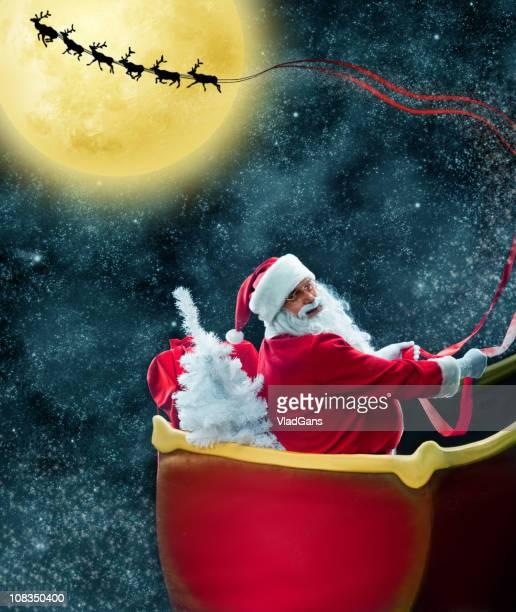 Père Noël dans son traîneau deer, à proximité de la Lune