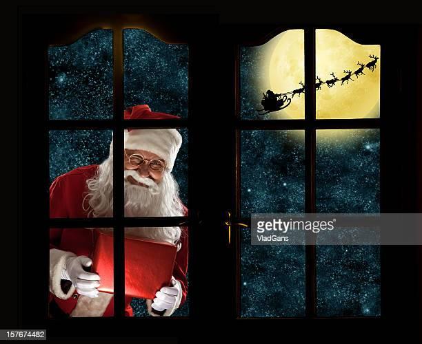 Santa Claus mit seinem deer Schlitten in the moon