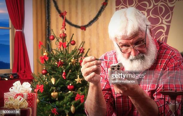Babbo Natale fare regali per Natale