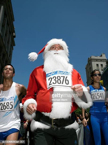 santa claus running in marathon - marathon stock pictures, royalty-free photos & images