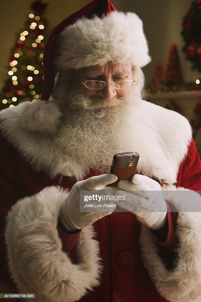 Santa Claus text messaging, close-up : Stockfoto