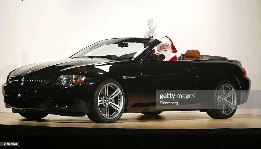 Santa Claus waves from the new Neiman Marcus BMW M6 in Dalla ...