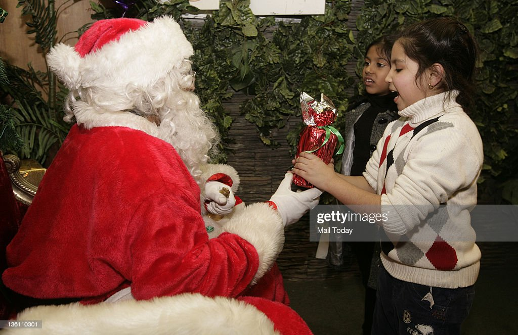 The Christmas Clause.Santa Clause Giving Gifts Tyo Children In New Delhi On The