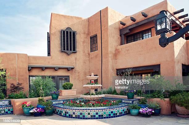 Santa Fe Adobe-Haus mit Brunnen