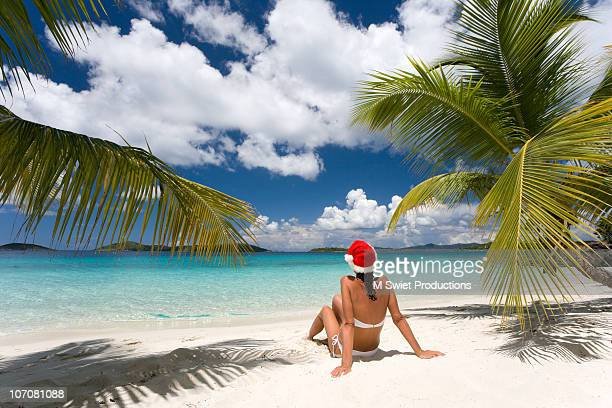 santa hat woman on beach - caribbean christmas stock pictures, royalty-free photos & images