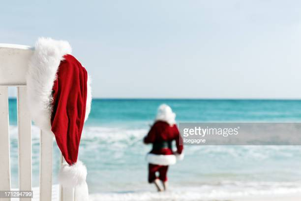 santa in vacations - beach christmas stock pictures, royalty-free photos & images