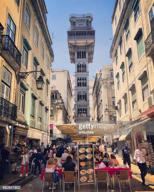 Santa Justa Aufzug und Street Café, Lissabon, Portugal