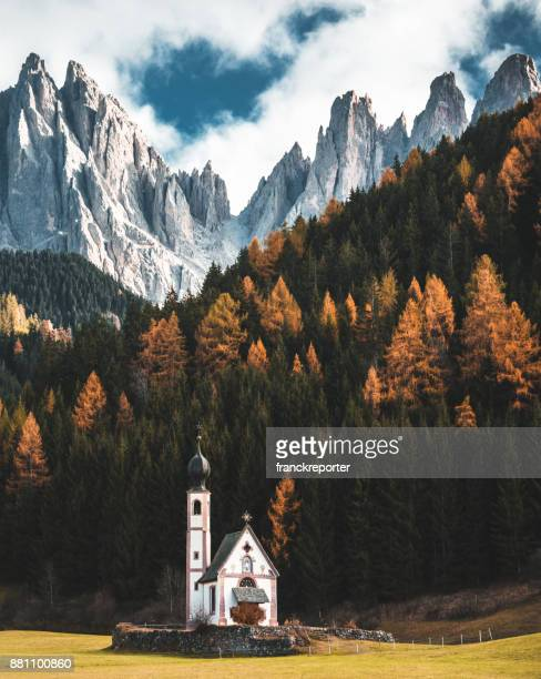 santa maddalena church in val di funes - dolomites stock pictures, royalty-free photos & images