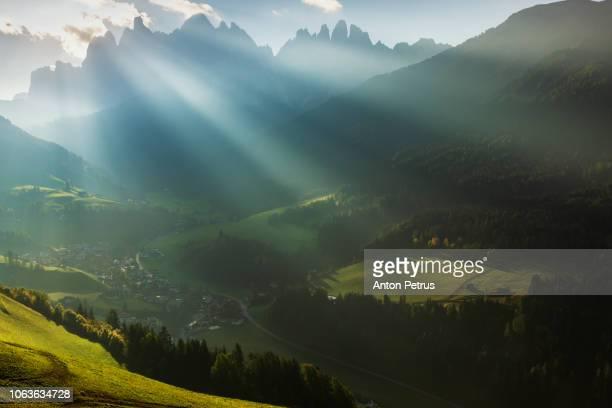 santa maddalena village at sunrise, val di funes, italy - sud foto e immagini stock