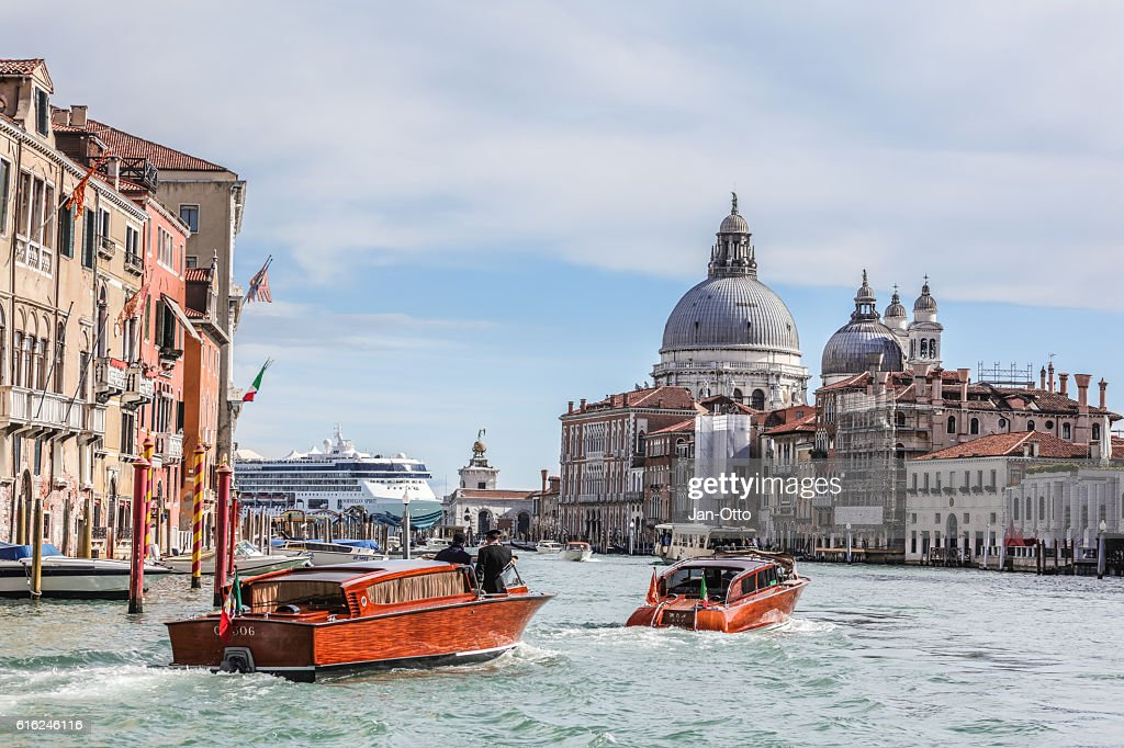 Basilica di Santa Maria della salute and Canale grande : Stock Photo