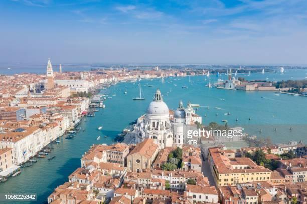 santa maria della salute, basílica de san marco, venecia, italia - gran canal venecia fotografías e imágenes de stock