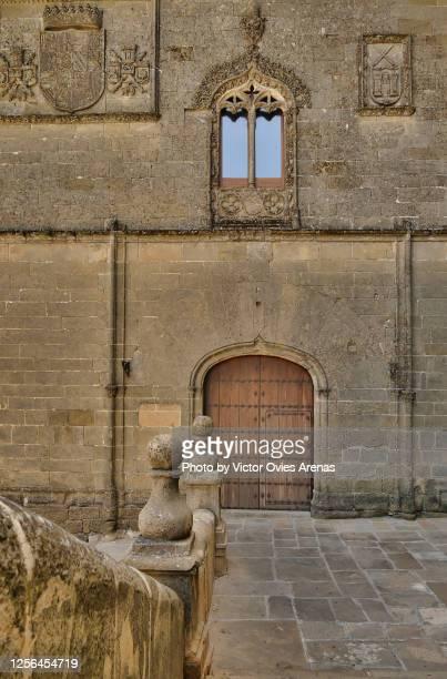 santa maria square in the historic renascence centre of baeza - victor ovies fotografías e imágenes de stock
