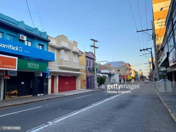 santa maria/rs/brasil: 23/03/2020- lojas fechadas e rua vazia - rua - fotografias e filmes do acervo