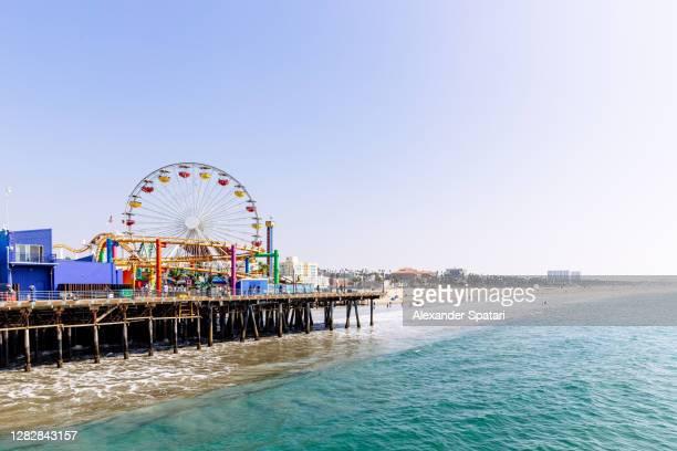 santa monica beach and pier on a sunny day, los angeles, usa - santa monica los ángeles fotografías e imágenes de stock