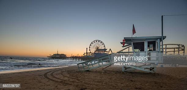 santa monica beach sunset - santa monica los angeles foto e immagini stock