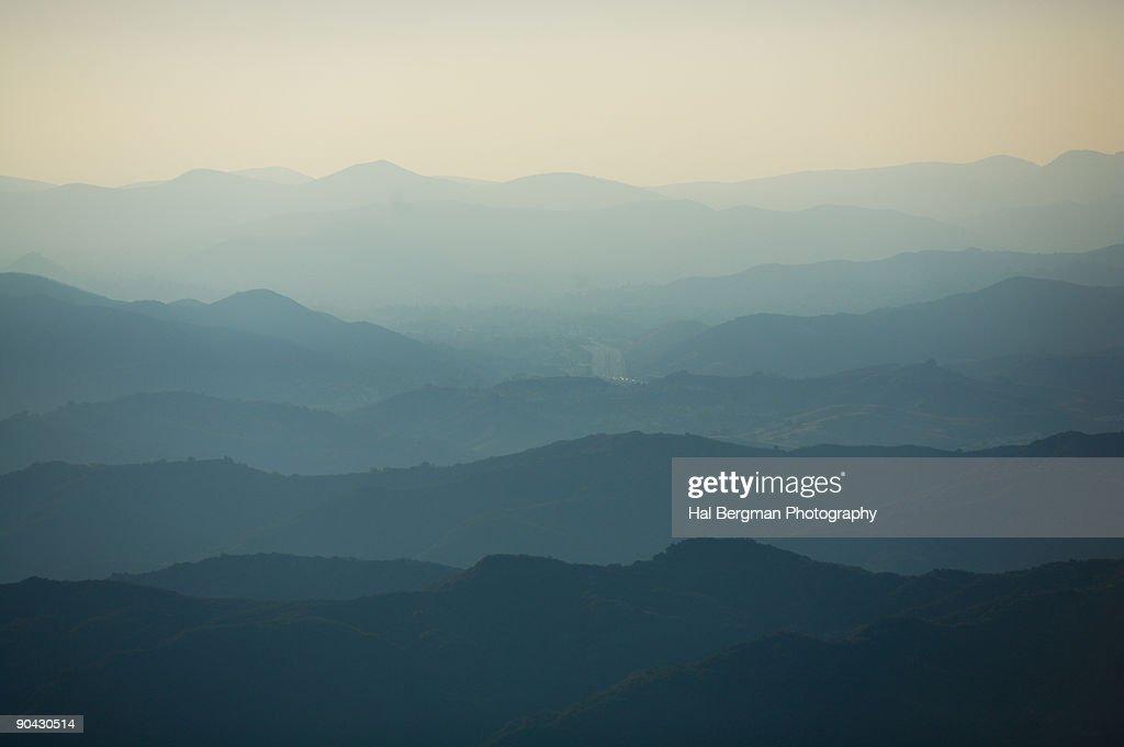 Santa Monica Mountains Through the Haze : ストックフォト