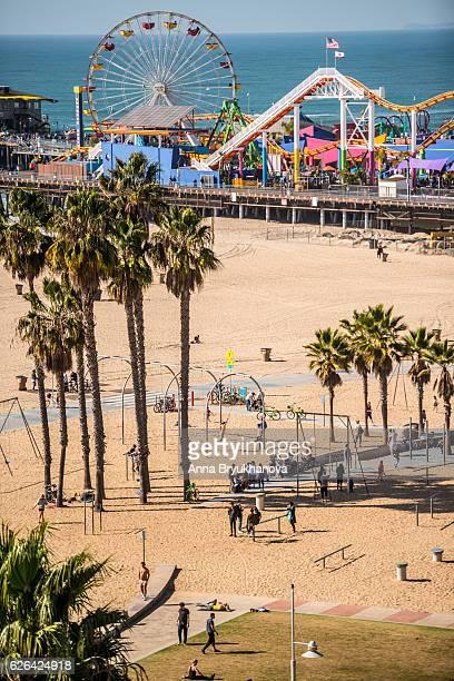 santa monica pier and muscle beach, ca, usa - サンタモニカ ストックフォトと画像