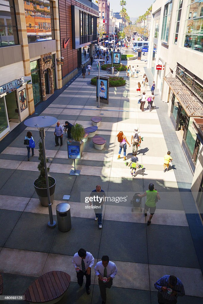 Santa Monica Place mall and 3rd street : Stock Photo