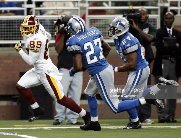 Santana Moss of the Washington Redskins runs for a touchdown against the Detroit Lions on October 26, 2008 at Ford Field in Detroit, Michigan.