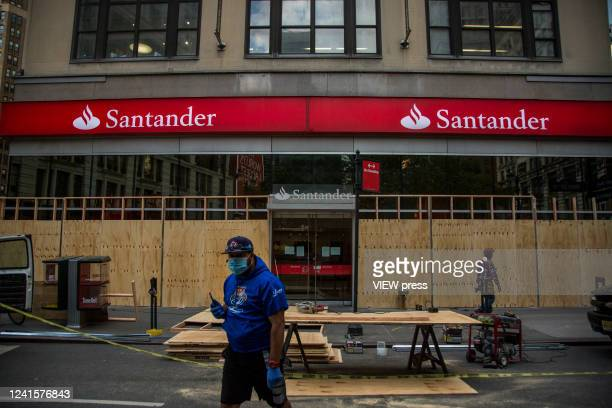 Santander bank branch office is boarded up after a night of protests and vandalism over the death of George Floyd on June 1, 2020 in New York. The...