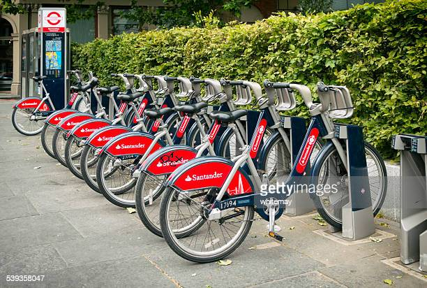 santander 'boris bikes' - barclays cycle hire stock pictures, royalty-free photos & images