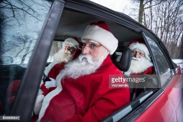 en voiture de santa - pere noel voiture photos et images de collection