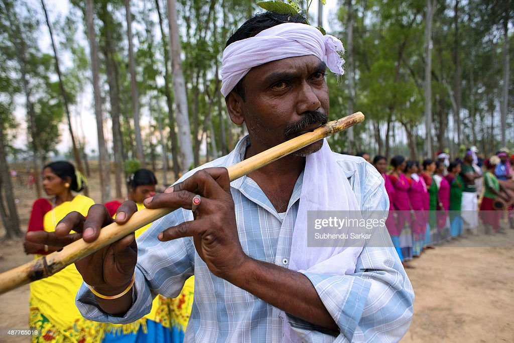 A Santhal man plays flute. The Santhal are the largest... : News Photo