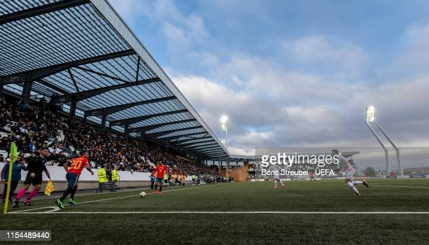 Santi Carzola of Spain takes te corner during the UEFA Euro 2020 Qualifier Group F match between Faroe Islands and Spain at Torsvollur on June 07,...