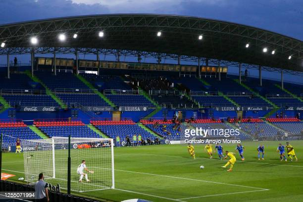 Santi Cazorla of Villarreal CF scores his team's first goal from the penalty spot during the Liga match between Getafe CF and Villarreal CF at...