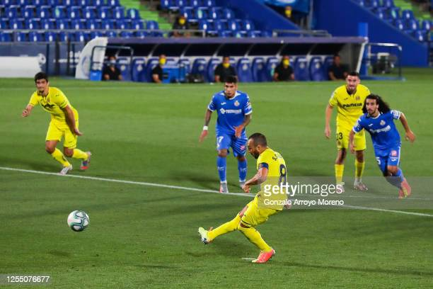 Santi Cazorla of Villarreal CF scores his team's second goal from the penalty spot during the Liga match between Getafe CF and Villarreal CF at...