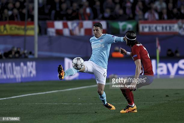Santiago Arias of PSV Eindhoven in action against Filipe Luis during the UEFA Champions League Round of 16 second leg match between Atletico de...