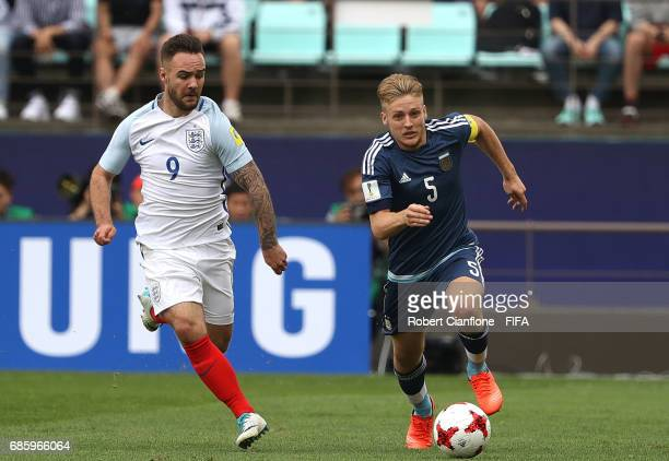 Santiago Ascacibar of Argentina is chased by Adam Armstrong of England during the FIFA U20 World Cup Korea Republic 2017 group A match between...