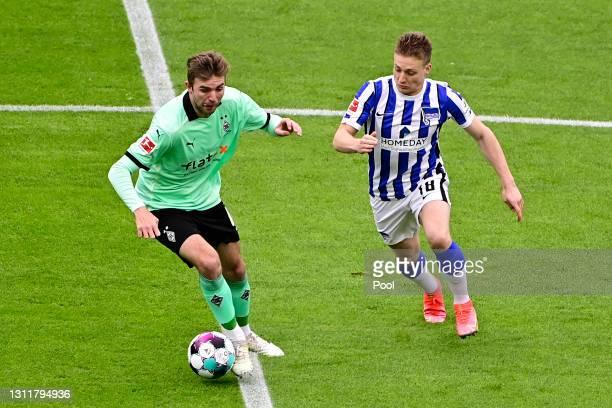 Santiago Ascacibar of Hertha Berlin battles for possession with Christoph Kramer of Borussia Moenchengladbach during the Bundesliga match between...