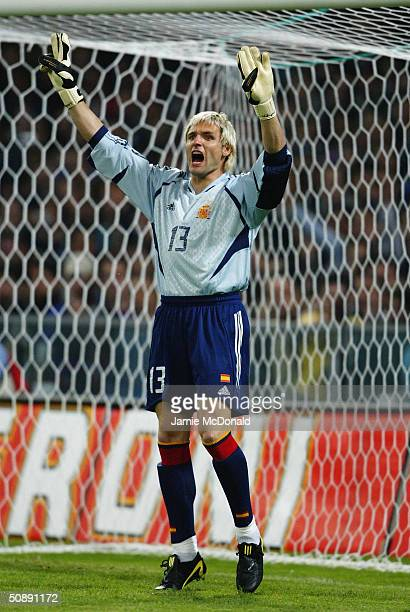 Santiago Canizares of Spain in action during an International Friendly match between Italy and Spain at the Luigi Ferraris Stadium on April 28 2004...