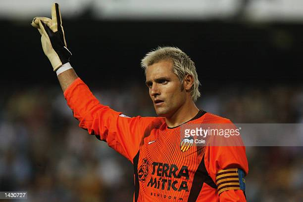 Santiago Canizares of Valencia during the UEFA Champions League match between Valencia CF and Liverpool at the Estadio de Mestalla in Valencia, Spain...